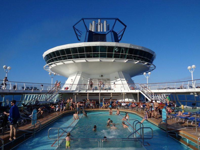 Pooldek-nomad-cruise
