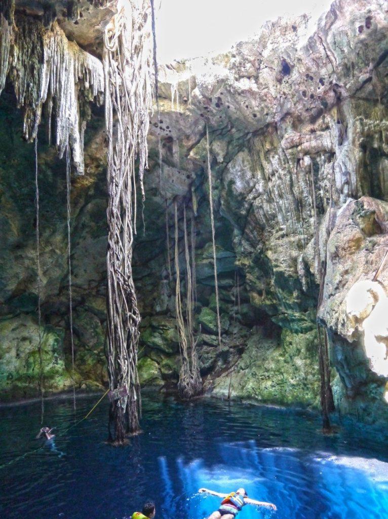 cenote-cuzoma-mexico