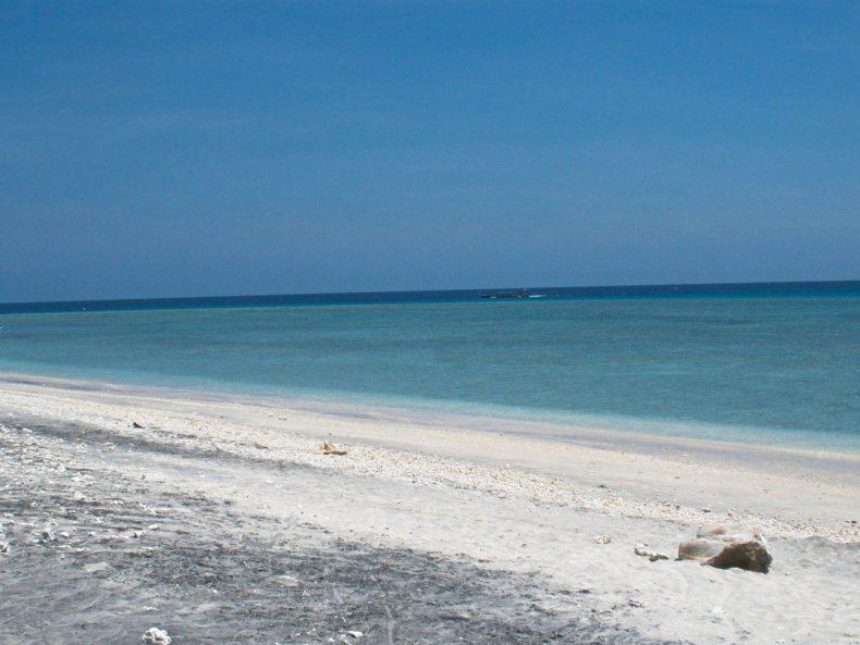 Indonesie-Gili-Trrawangan-uitzicht-zee-strand
