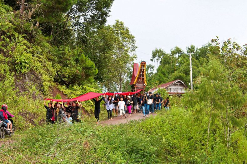 indonesie-sulawesi-toraja-optocht