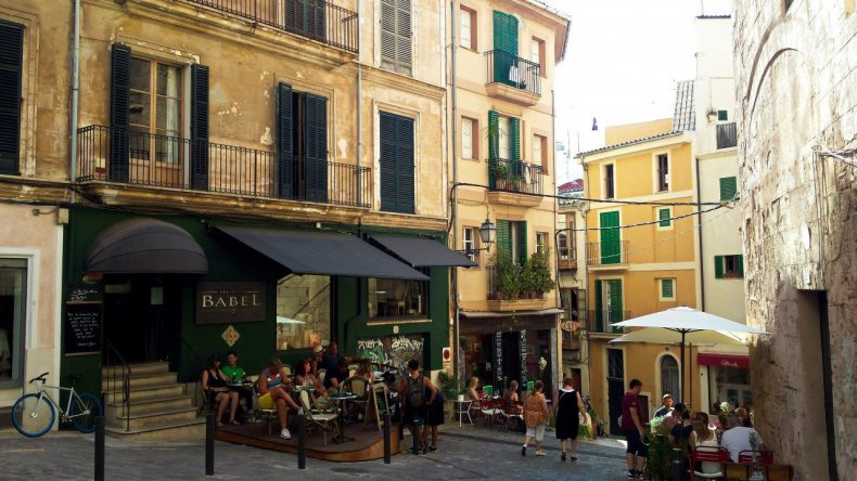 mallorca-palma-straatje-restaurant