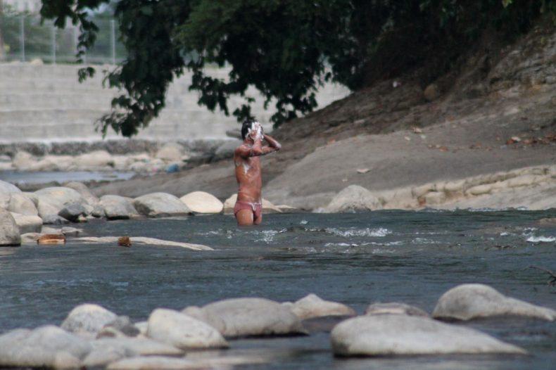indonesie-sumatra-bukit-lawant-rivier-wassen