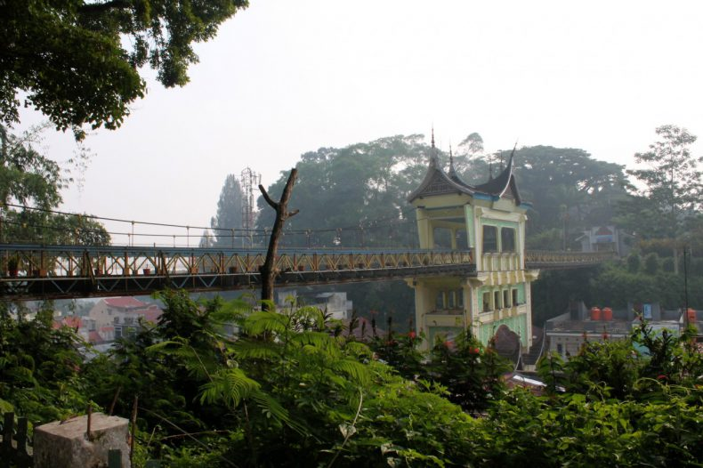 indonesie-sumatra-bukittinggi-limpapeh-brug