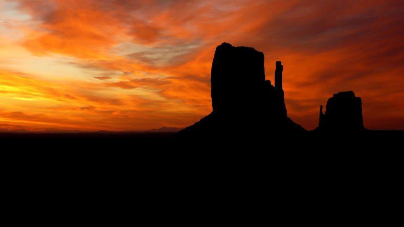 monument-vally-sunrise