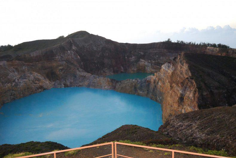 Indonesie-Flores-Kelimutu-Vulkaan-twee-kleuren-meer