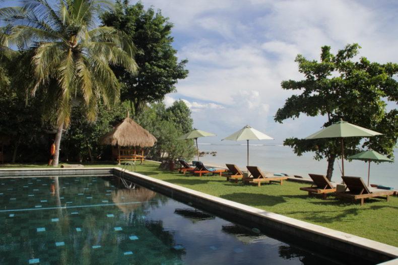 Cocotinos Sekotong uitzicht vanuit zwembad