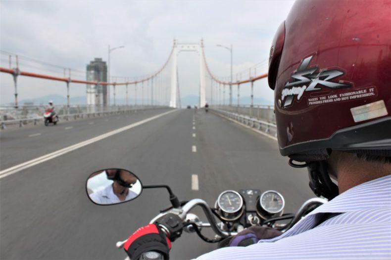 Easy-Rider-Vietnam-Achterop-Motor