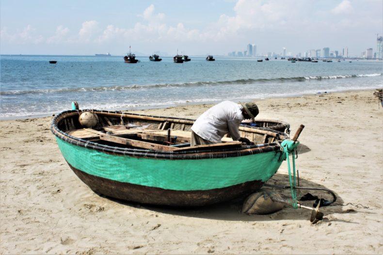 Easy-Rider-Vietnam-Kust-Visserboot