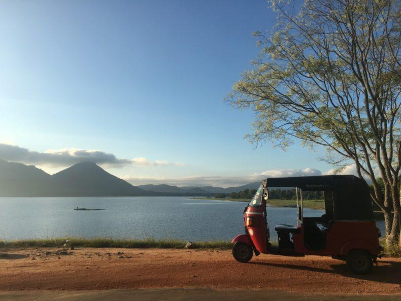sri-lanka-dambulla-tuktuk