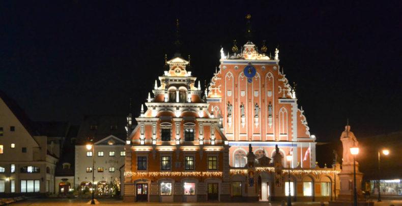 riga-baltische-staten-townhall-square