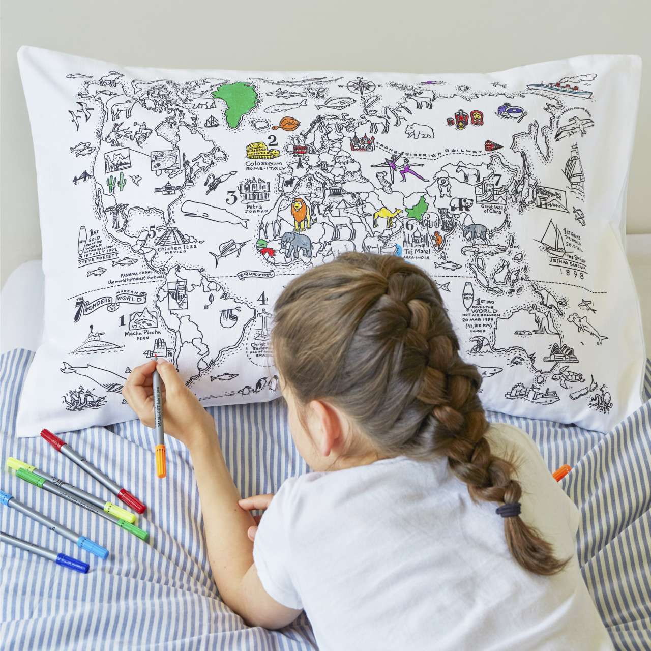 Inkleur kussen wereldkaart